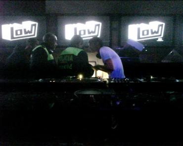 mediateltipos policia confisca discos dj low